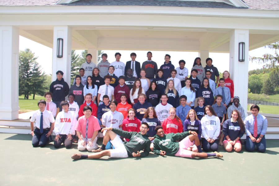 The+annual+ninth-grade+sweatshirt+photo+for+the+graduates+from+The+Class+of+2016.