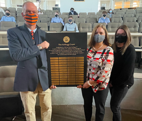 Headmaster, Mr. Williams, presenting the Kellogg Award to the two 2021 recipients, Mrs. Lisa Hart and Ms. Meghan Fluckiger.