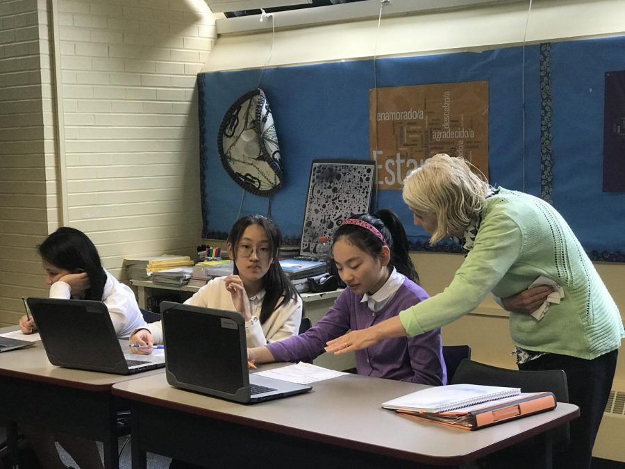 Mrs. Kellaway helping a student organize information for her newspaper article during the Newspaper Elective this fall (2018/19). (Photo taken by DiRectory student reporters.)