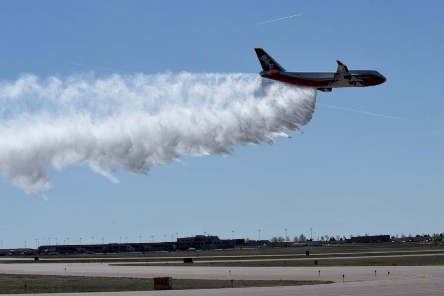 The+Firefighting-Supertanker+Airplane+that+can+drop+up+to+19%2C000+gallons+of+fire+retardant+in+one+trip.